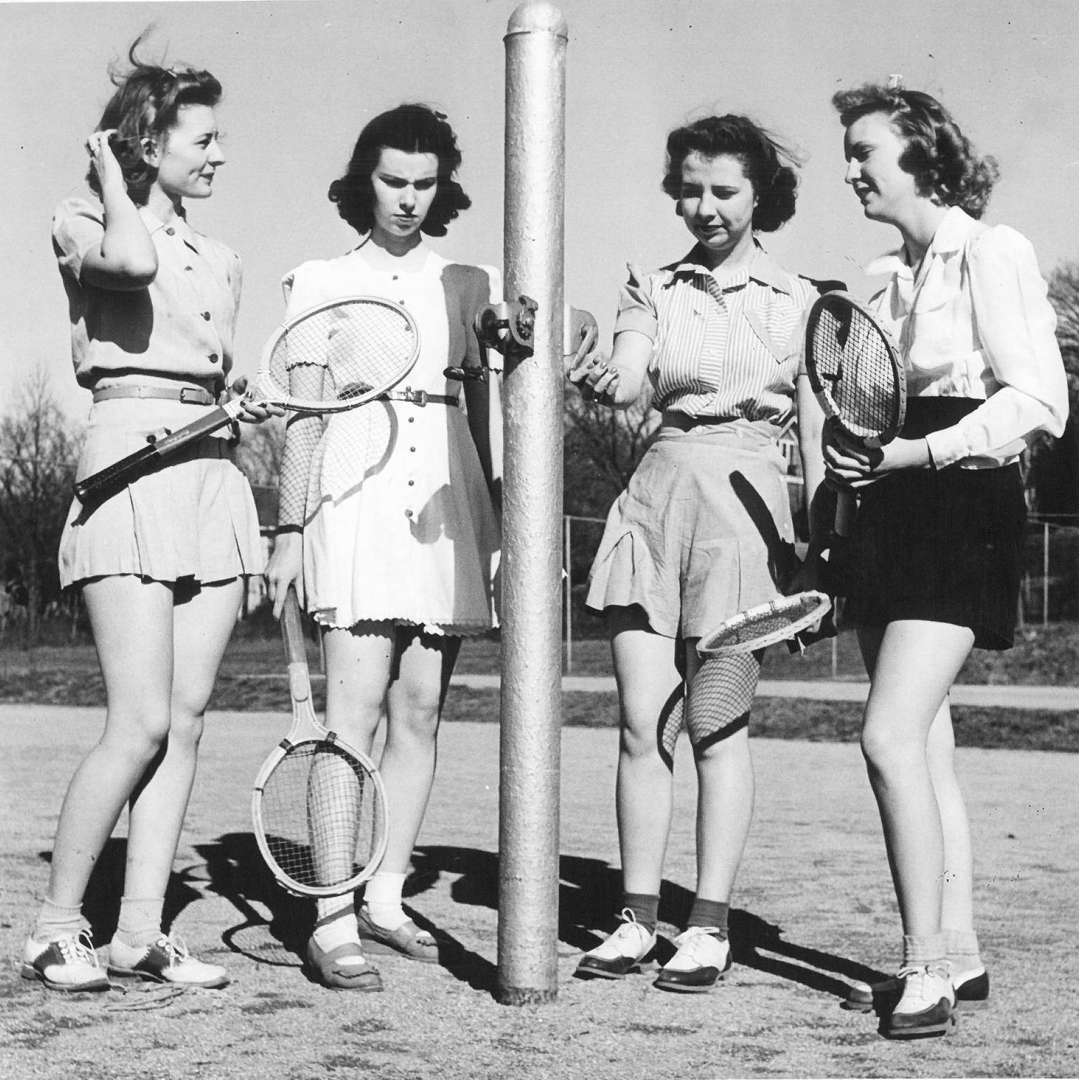 1940s_badminton_ladies